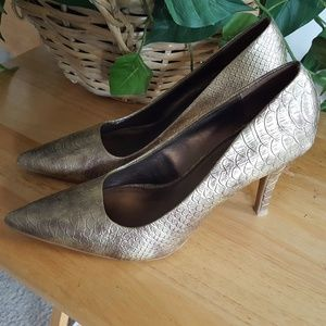 Kenneth Cole Gold Pumps 7.5 Snakeskin Pointed Toe